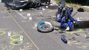Frontális ütközésben vesztette életét egy motoros Oszlárnál