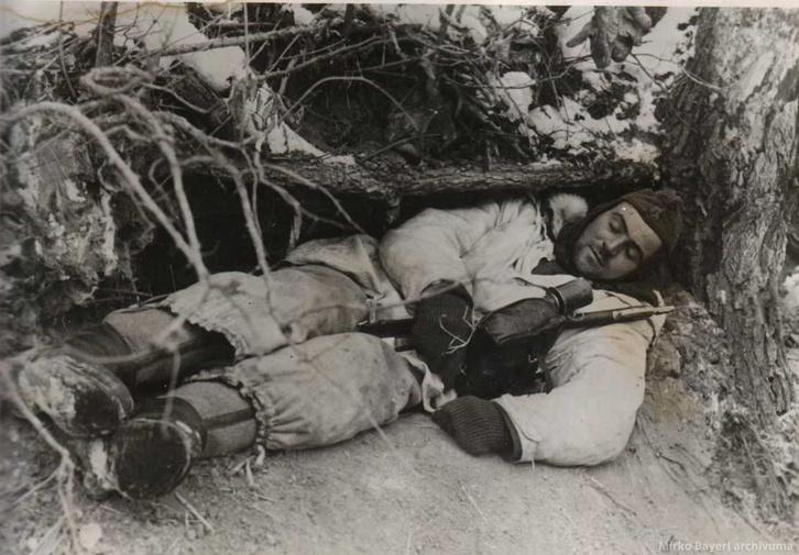 A Wiking SS-páncéloshadosztály egyik kimerült tagja a koweli harok során 1944 elején