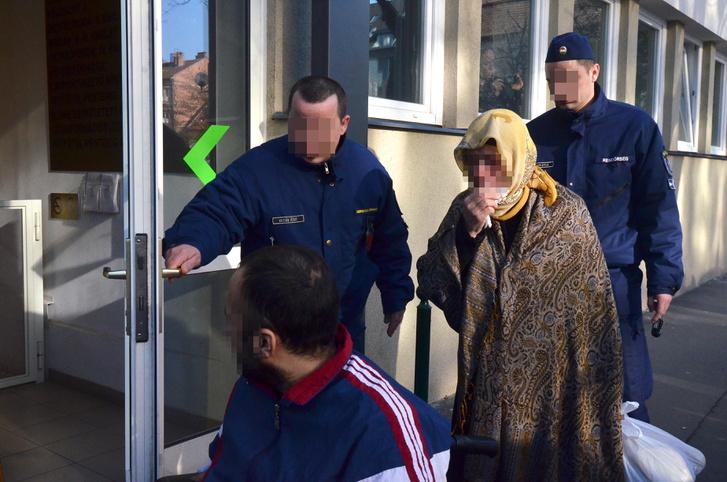 Vádlottak érkeznek a Szegedi Járásbíróságra 2016. március 17-én.