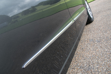 Jól áll egy modern autónak a krómdíszléc?