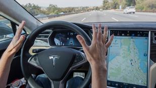 A meghibásodott Tesla képernyők eleve csak 5-6 évre voltak tervezve