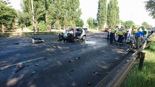 Busz ütközött autóval, egy ember meghalt