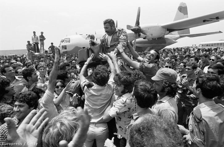 Izraeli különleges egységek 1976. július 4-én hajnalban vakmerő akcióval szabadítottak ki több mint száz, az entebbei nemzetközi repülőtéren palesztin és német terroristák által fogva tartott túszt.