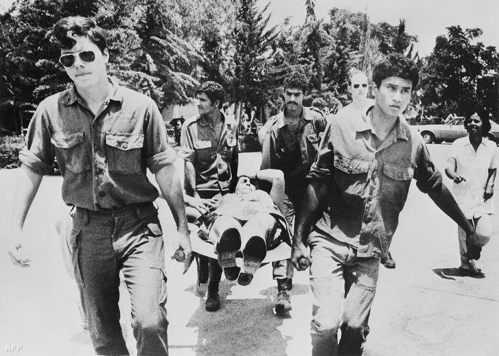 A túszejtők az Izrael elpusztítását zászlajára tűző Palesztin Népi Felszabadítási Front, illetve a nyugatnémet Forradalmi Sejtek nevű szélsőbaloldali terrorista csoport tagjai voltak.