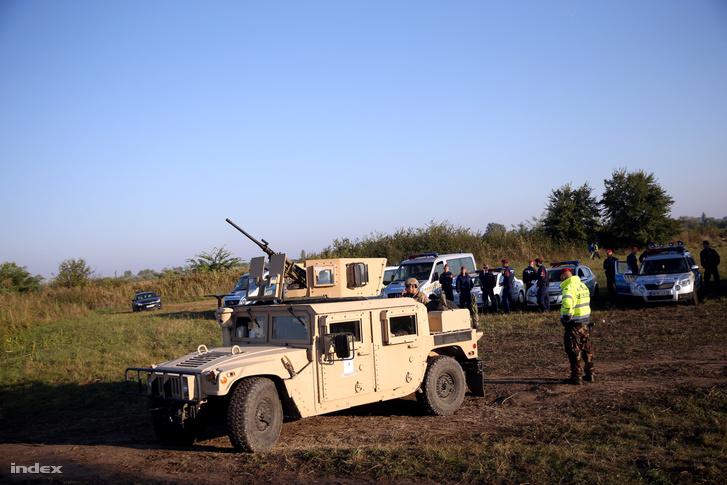 Magyar katonai terepjáró a déli határnál. 2015. szeptember