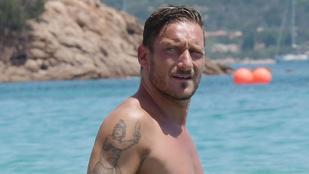Totti sármja Szardínián is visszaveri a napsugarakat