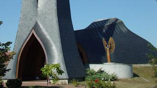 Magyar siker! Egy paksi templom is ott van a világ legijesztőbb épületei között