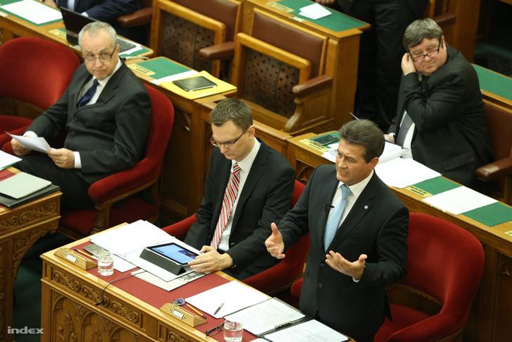 Tasó László a Parlamentben.