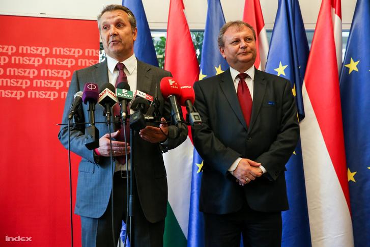 Molnár Gyula és Hiller István az MSZP tisztújító kongresszusán