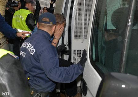 Előzetes letartóztatásba helyezték a 23 éves férfit