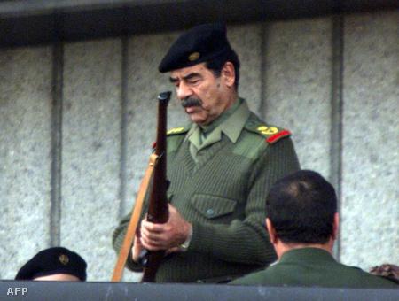 Szaddám 1999-ben egy katonai parádén