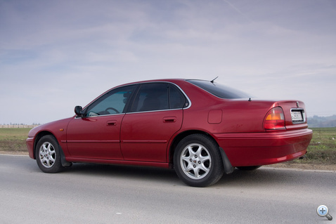 A Rover C oszlopa ablaktalan, nem úgy, mint a testvér Accordé