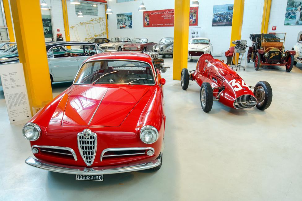 A Cisitalia gyárilag 32 lóerős Fiat erőforrása előbb 65, majd 70 lóerős lett – a cégnél dolgozott akkoriban Carlo Abarth is. A kocsival Piero Dusio (futballista, üzletember, autóversenyző, egy időben a Juventus elnöke) megnyerte az 1946-os Valentino-i futamot.