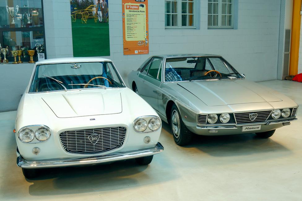 Háromból két kocsi elölről: érdekesség, hogy mindkét autót egyaránt Tom Tjaarda rajzolta, de az egyiket a Pininfarina, másikat a Ghia tervezőjeként 1963-ban, illetve 1969-ben.