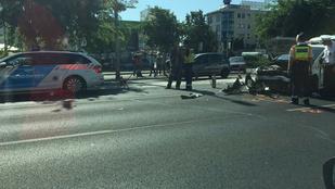 Összetört egy rendőrautó a Váci úton