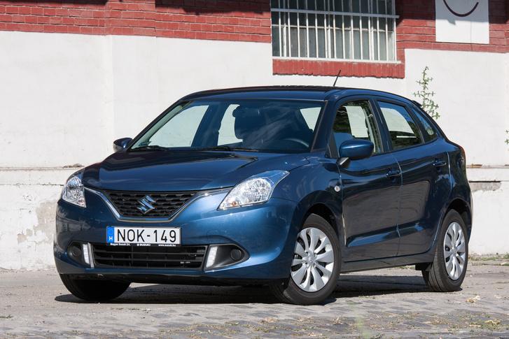 Szemből jobb, mint háromnegyedes nézetben, de van benne egy adag előző generációs Hyundai, ami annyira nem jött be Európának