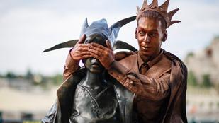 Ilyen, amikor a budapesti szobrok bepasiznak