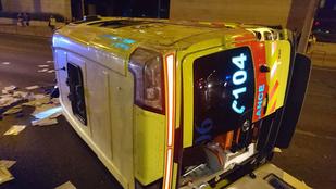 Két mentős sérült meg a Hungária körúton