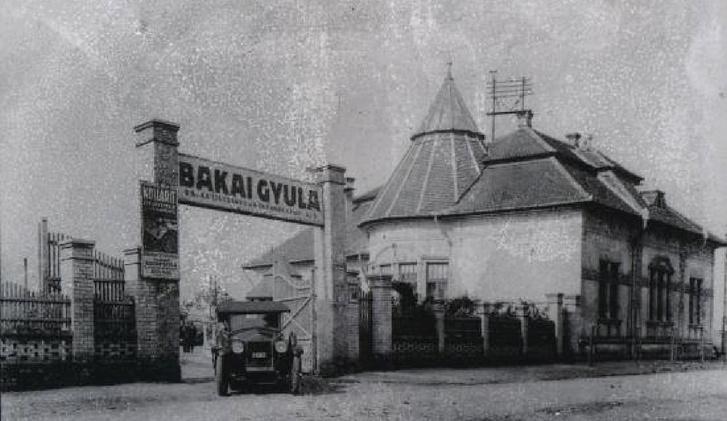 A Bakai-fatelep bejárata