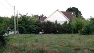 Holttestet találtak a tűzoltók Érden egy kigyulladt lakókocsiban