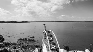 A titokzatos Esernyős Ember furcsa szögből látta a Balaton Soundot