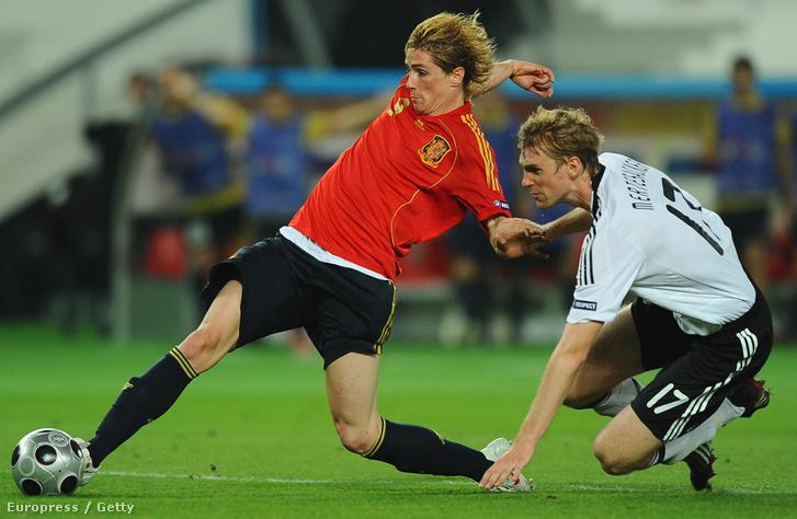Fernando Torres és Per Mertesacker a 2008-as Eb döntőjében