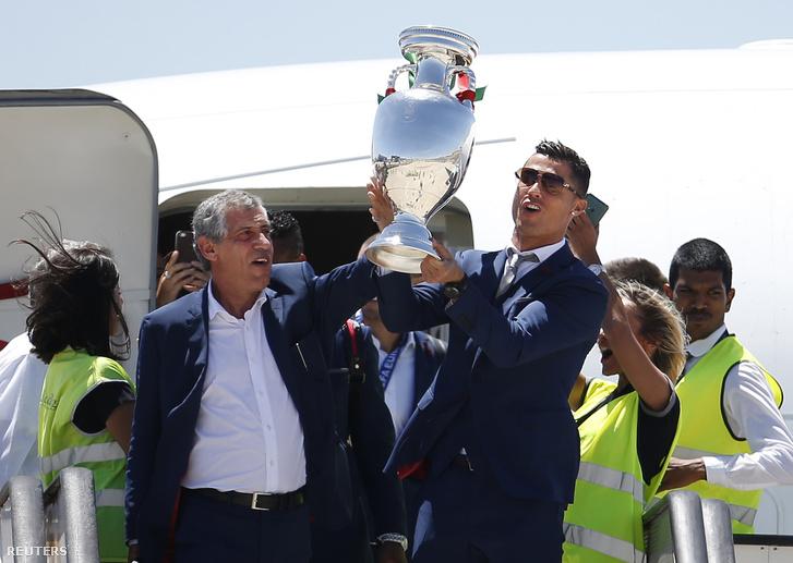 Santos és Ronaldo a kupával