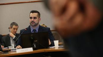 A választás előtt egy hónappal távozott a képviselőjelöltként induló dunaújvárosi jegyző