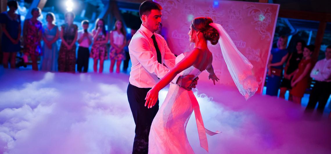 Velvet - Randi - Ezekre a slágerekre szeretnek a legjobban táncolni ... 4a9081a6e2
