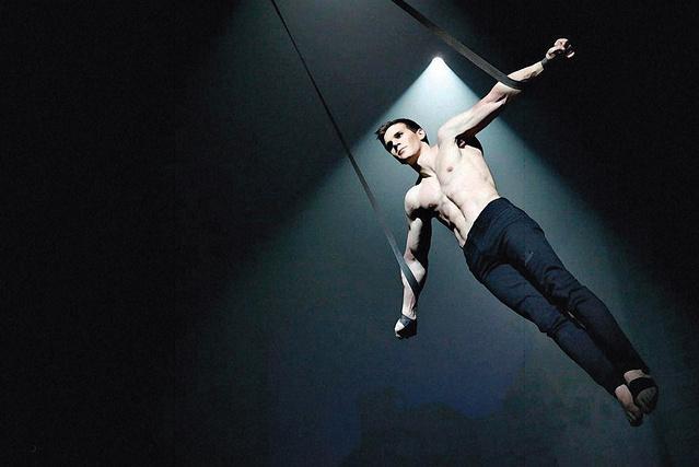 Biritz Ákos a Cirkusz az éjszakában című előadásban