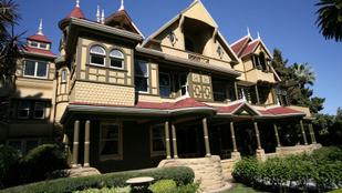 Szellemeknek épített 160 szobás palotát, hogy megszabaduljon a családi átoktól