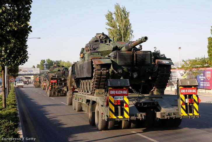 Visszaszállítják a puccs alatt használt harckocsikat a katonai bázisokra