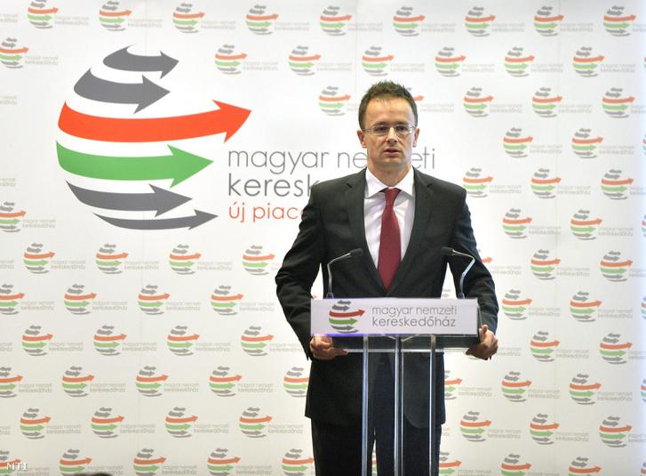 Szijjártó Péter külgazdasági és külügyminiszter beszédet mond az azerbajdzsáni üzleti környezet megismertetésére rendezett üzleti fórumon amelyet a Magyar Nemzeti Kereskedõház Zrt. rendezett a hazai kis- és közepes vállalkozások vezetõi számára (2014.)