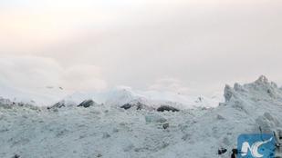 Kilencen rekedtek egy lavina alatt Tibetben, 110 jak is meghalt