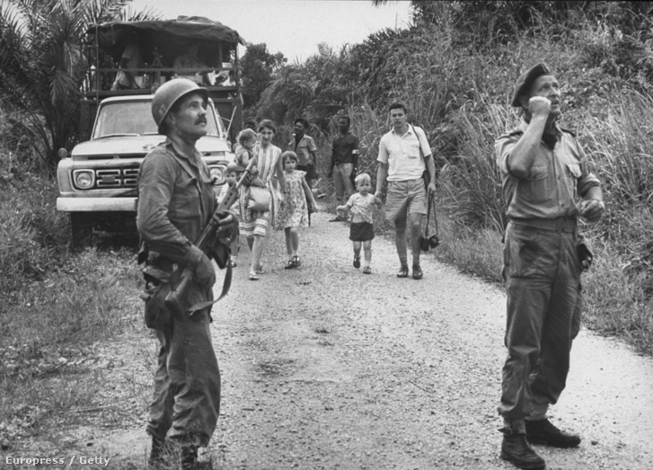 Mike Hoare (jobbra) 1964-ben Kongóban