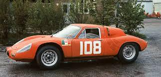 Az ős, középmotoros 718 GTR. Arányaiban nagyon sok a hasonlóság