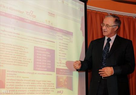 Vince Mátyás, az MTI elnöke sajtótájékoztatót tart az Európa Hajón
