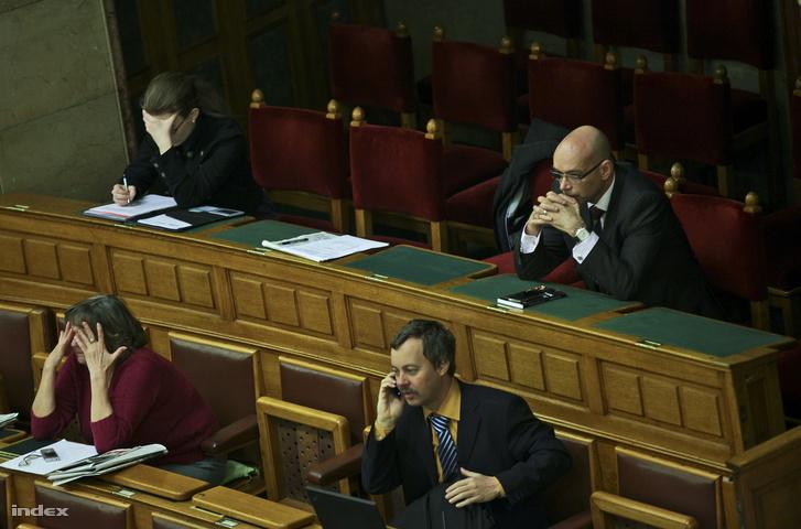 Péterfalvi Attila a Parlamentben.