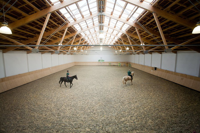 Equital lovasudvar - a fedett lovarda