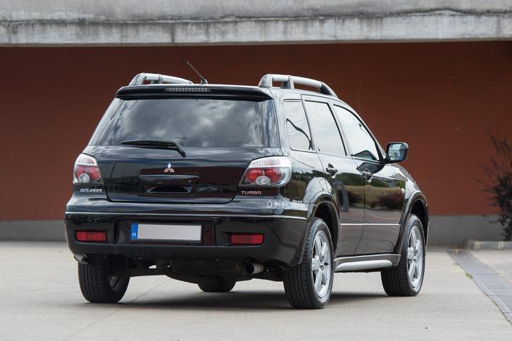 Ebből a szögből látszik csak igazán, mennyire a Subaru Forester volt a cél