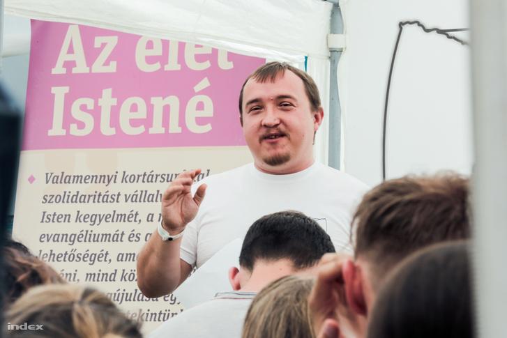 """Paizs József segesvári lelkipásztor tartott előadást """"Szexuális zavarok, avagy mitől van 50 árnyalata a szürkének"""" címmel"""