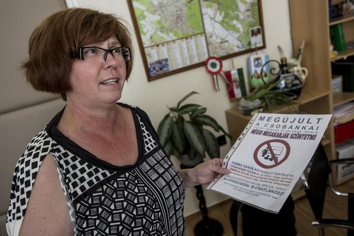 Csobánka polgármestere és a csobánkai iskolakörzet Pomázhoz csatolása ellen tiltakozó plakát