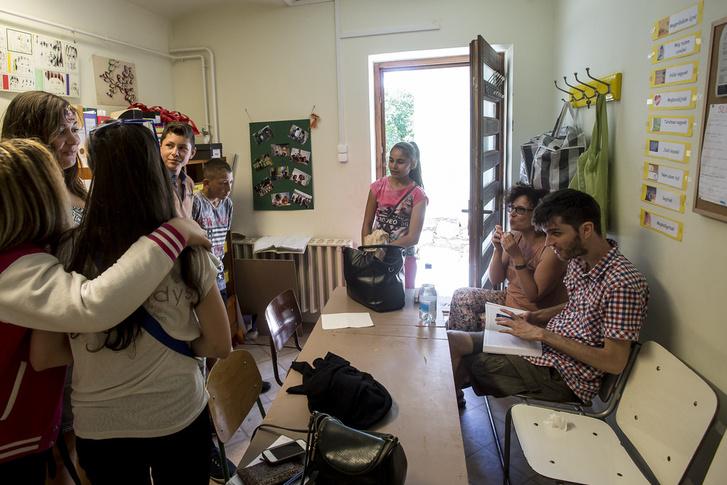 Fagyizni viszik Pomázra a diákokat a csobánkai tanoda önkéntesei