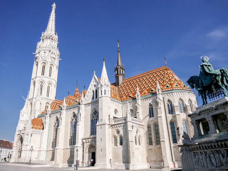 """Mátyás-templom - """"Gyönyörű a kilátás, de tele van turistákkal. Túl sok a turista. Úristen, naaaaagyon sok a turista."""" (Foursquare)"""