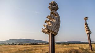 De mik ezek az ufószerű szobrok pár kilométerre a Balatontól?