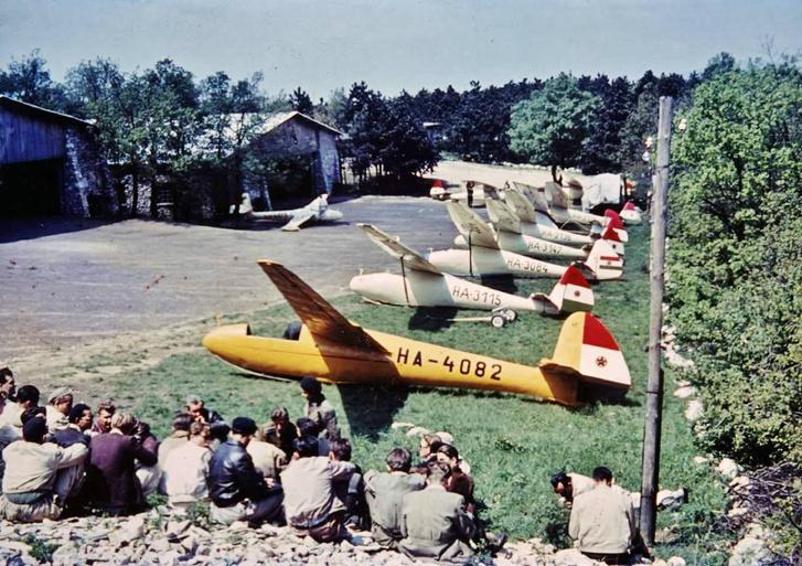 Hármashatár-hegy még repülőkkel.