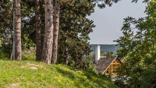 Van egy mesebeli hely a Balaton felett