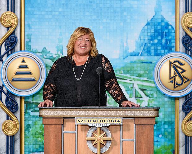 Hekáné Szondi Ildikó a Szcientológiai Egyház új székházának avató ünnepségén
