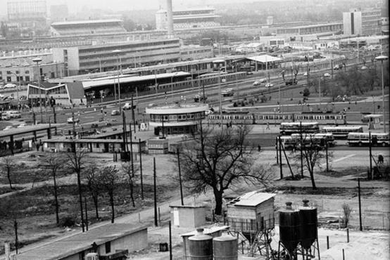 Metrómegálló és a Gomba a későbbi Sugár helyéről fotózva