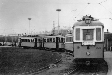 A 13-as villamos fordul a mai Árkád helyén 1981 tavaszán